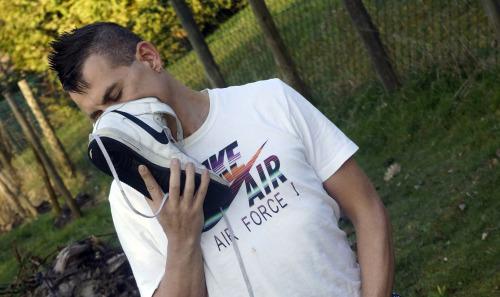 gay-sniffer (2)