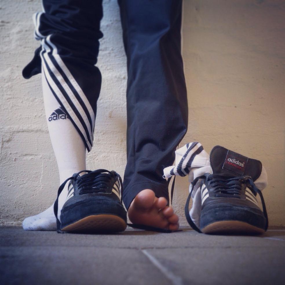 Adidas pieds nu