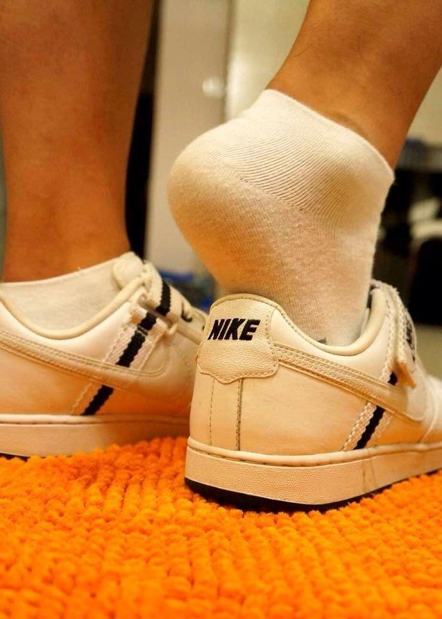 Rencontre sneaker gay. La datation.