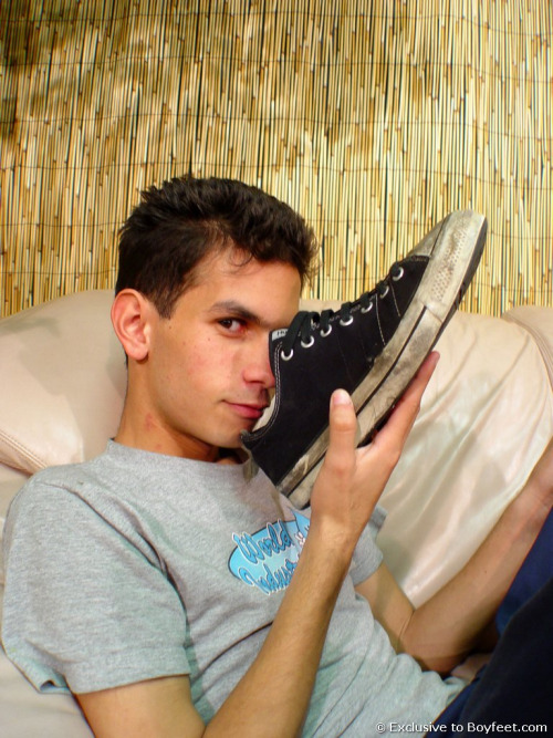 gay-sniffinf-sneakers (7)