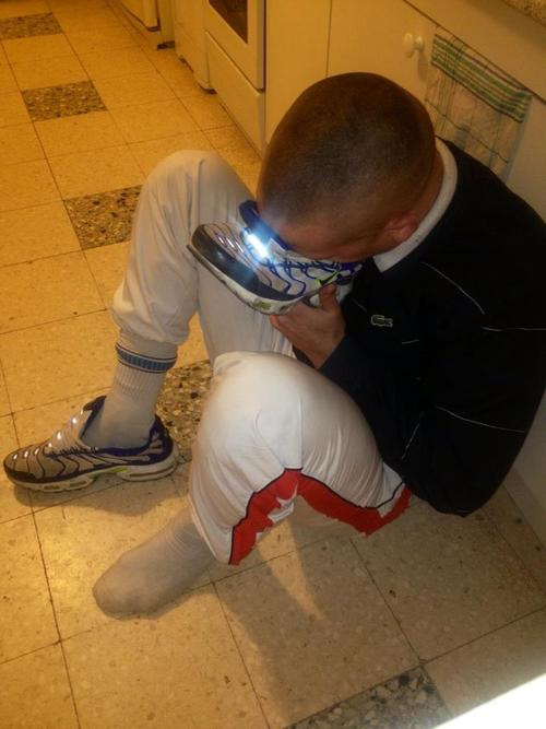 gay-sniff-sneakers (3)